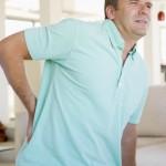 אדם עם כאב גב